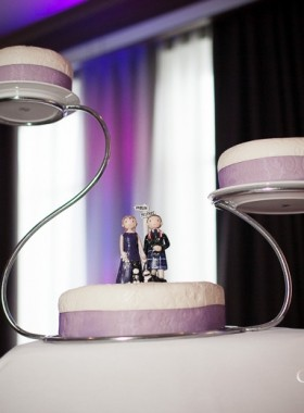 Cake stand bride and groom