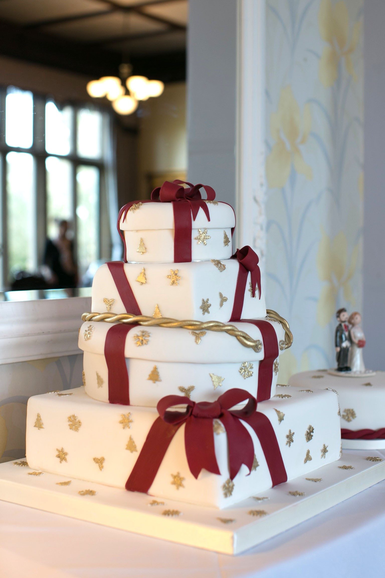 christmas wedding cake toppers uk cake wedding cake toppers 12844